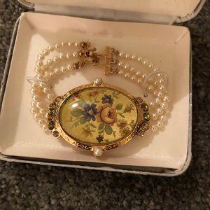 Jewelry - Set of jewelry runway